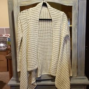 BCBG MaxAzia Hi/Lo Sweater. Size is S/M N055